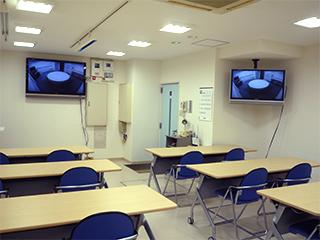 1FのCLTルームで3Fインタビュールームをモニター(有償)